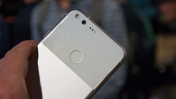 Google выпустит три телефона Pixel 2017 в2015г.